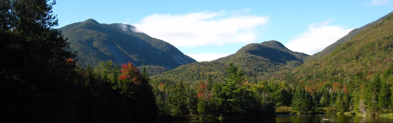 Mount Marcy, New York - Randonnée Pedestre  mountain sky outdoor nature tree cloud landscape green plant hill station forest wilderness lake hillside lush surrounded highland